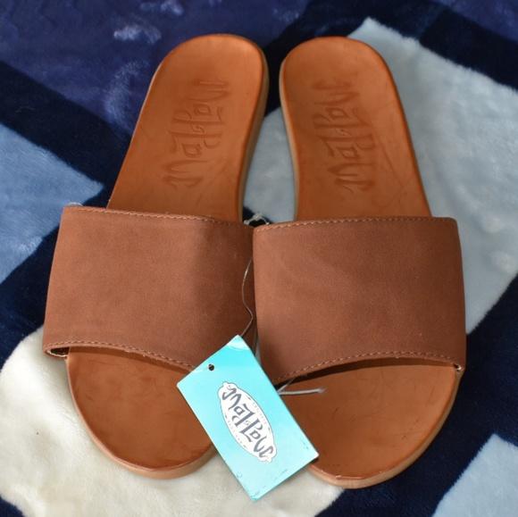 597d4d9b421e NWT Mad Love tea slide sandals